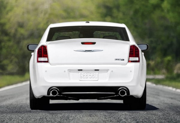 Седан Chrysler 300 SRT8