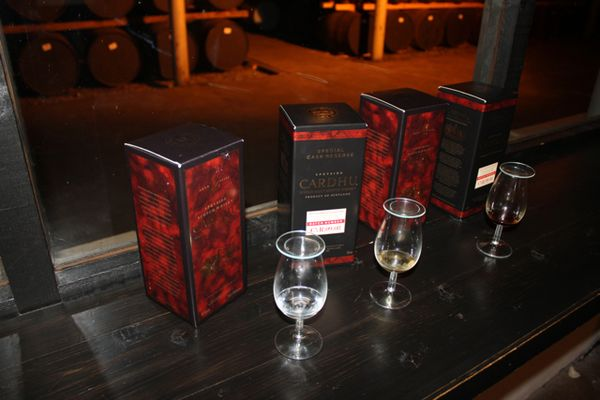 Вискикурня Cardhu и Johnnie Walker Black Label